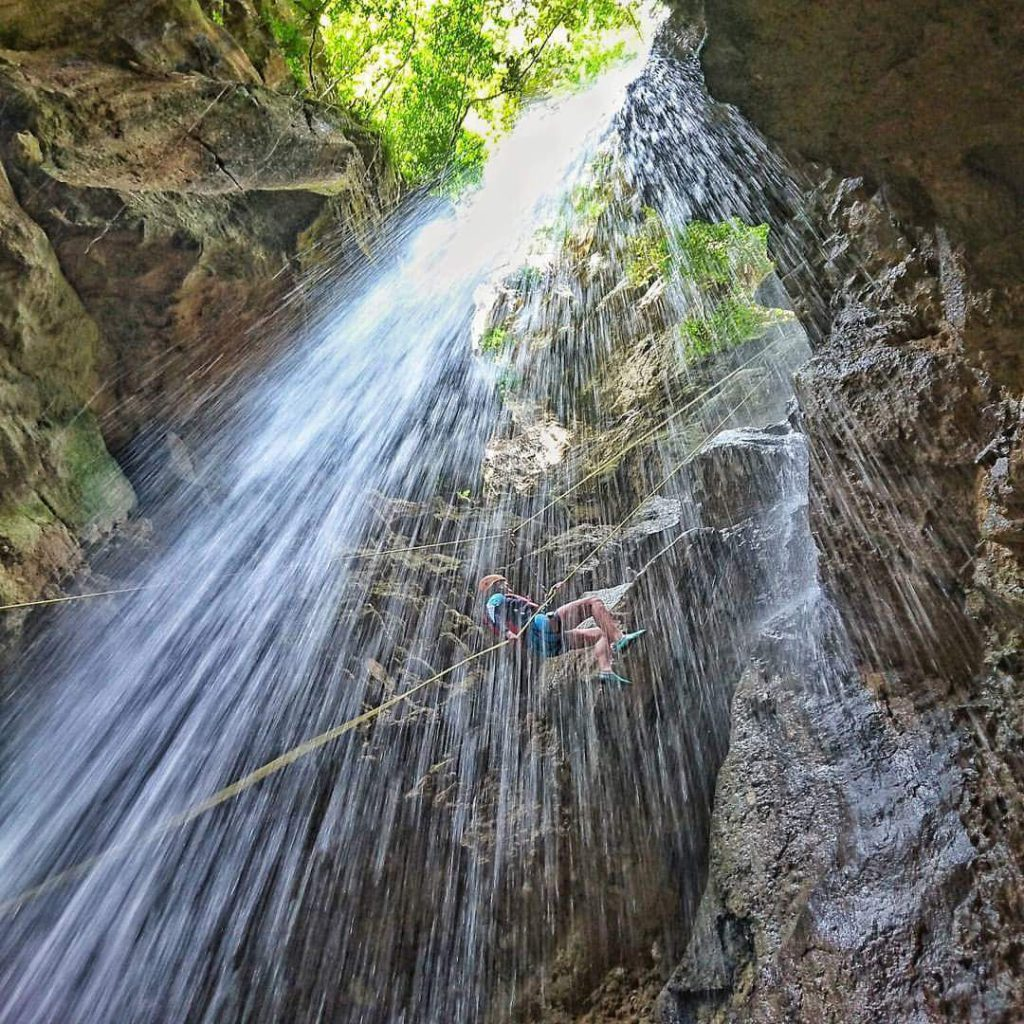 Zip line trough the fall at Montaneza Canyoning