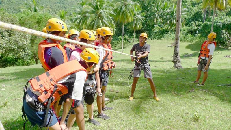 Teambuilding practice for Canyoning at Montaneza